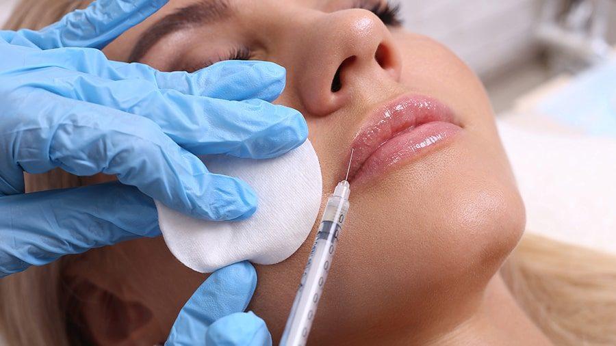 In Beautysalons verunstalten Amateure vermehrt jungen Kundinnen die Lippen